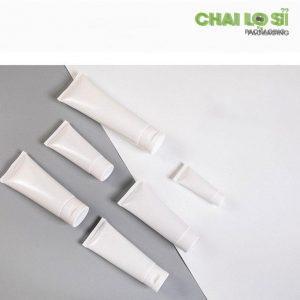 Tuýp nhựa đựng kem trắng