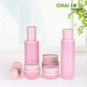 Chai đựng mỹ phẩm màu hồng nhạt