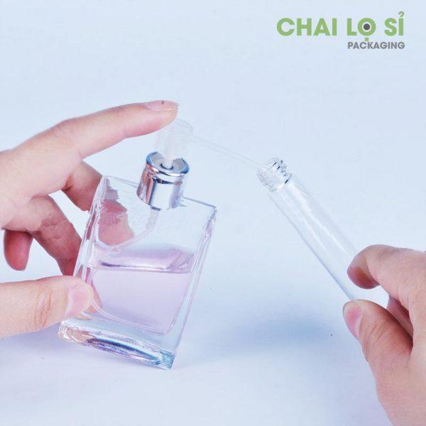 chai-va-dung-cu-chiet-nuoc-hoa-trong-suot-2